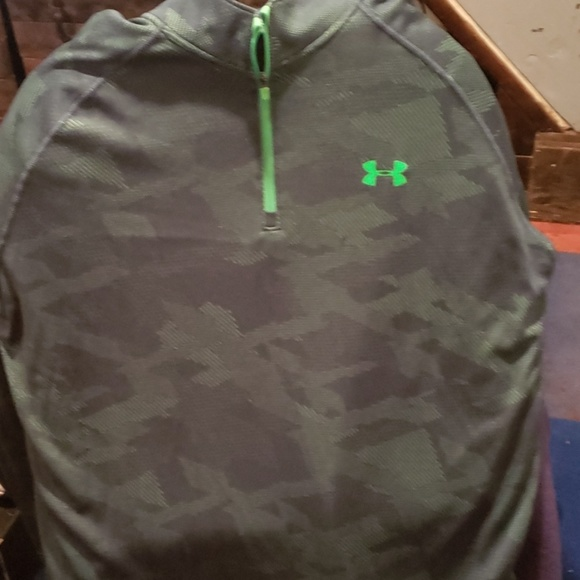 Under Armour Other - Underarmor long sleeve top